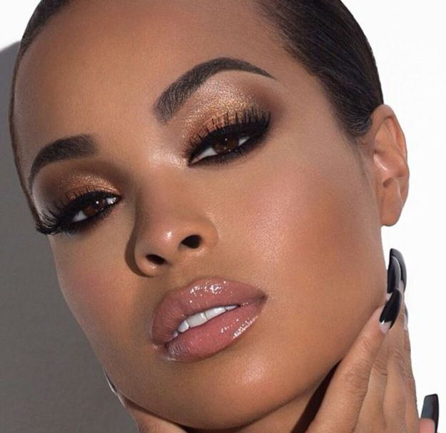 Black-woman-pretty-eyeshadow-in-natural-gold-tones-pretty-neutral-colors